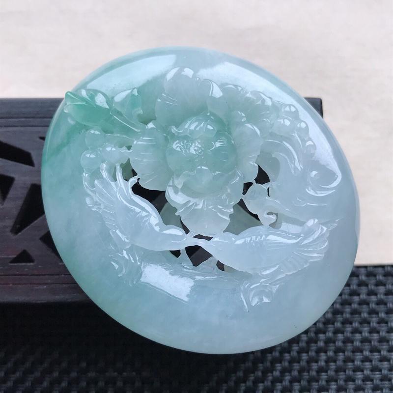 天然翡翠A货细糯种飘绿精美鸟语花香吊坠,尺寸50.7-44.2-13.4 mm,玉质细腻,种水好 上