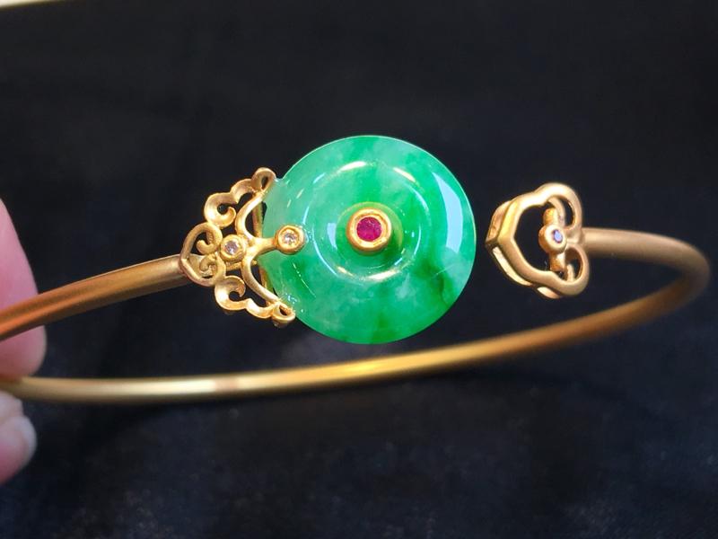 翡翠a货,飘绿平安扣手镯,18k金镶嵌,种水一流,佩戴精美,性价比高,圈口:57