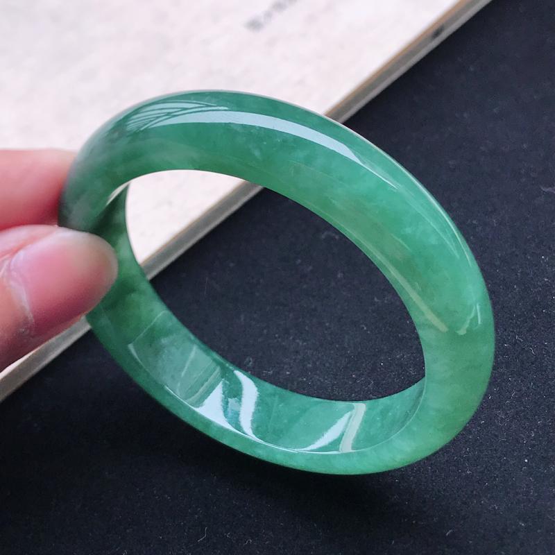 -正圈56,缅甸天然翡翠好种手镯,尺寸 :56*13.3*8.7 ,玉质细腻水润 , 油绿,条形漂亮