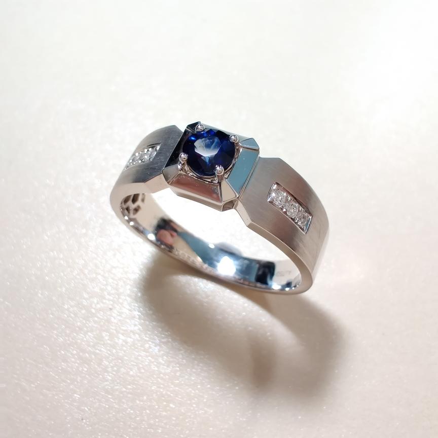 【【戒指】18k金+蓝宝石+钻石  宝石颜色纯正 货重:6.78g  主石:0.35ct  手寸:21】图3