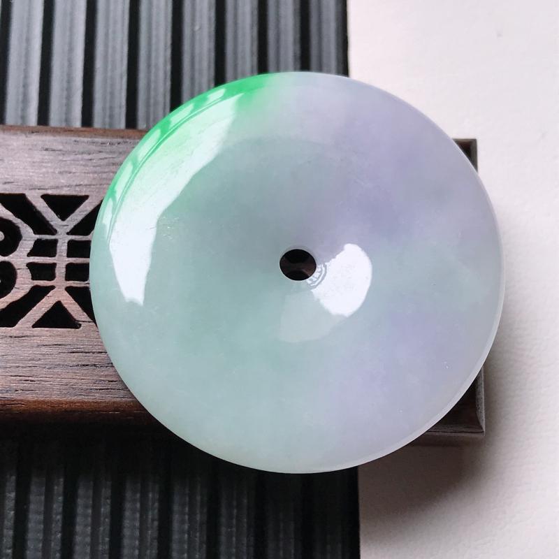 天然翡翠A货细糯种春带彩精美平安扣吊坠,尺寸38.4-5mm,玉质细腻,种水好 上身效果漂亮