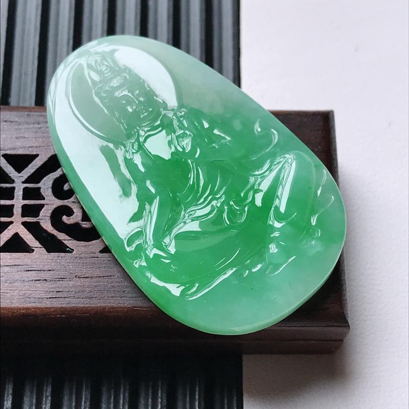 天然翡翠A货细糯种飘绿精美观音吊坠,尺寸43.2-27.2-6.3mm,玉质细腻,种水好 上身效果漂