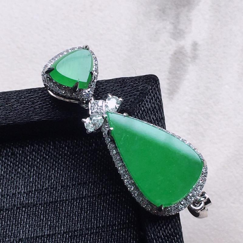 缅甸翡翠18K金伴钻镶嵌满绿水滴吊坠,颜色好,玉质细腻,雕工精美,佩戴送礼佳品,包金尺寸: 36.4