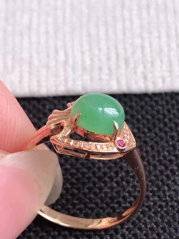 镶嵌18K金伴钻,缅甸天然老坑翡翠A货飘绿福气戒指,裸石尺寸5.5*6.8*3.6,料子细腻,指圈1