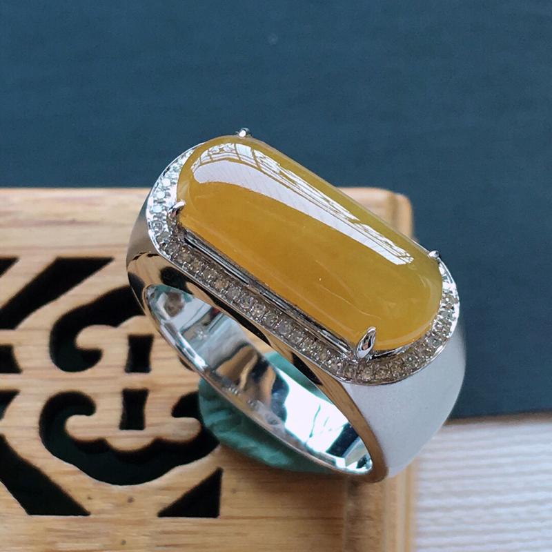 冰糯种18k金镶嵌围钻满黄马鞍戒指, 品相好.    料子细腻,雕工精美,颜色漂亮,     含金尺