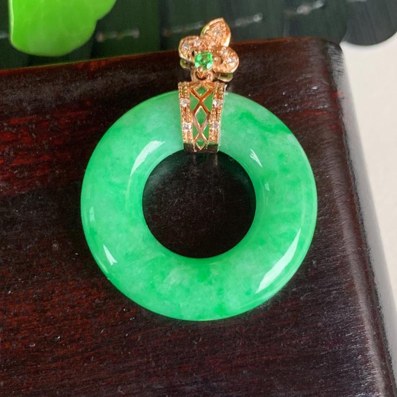 天然翡翠A货-满绿18K金镶嵌平安环吊坠_种好,玉质细腻,水头饱满,色彩迷人,形体漂亮,水润精致,上