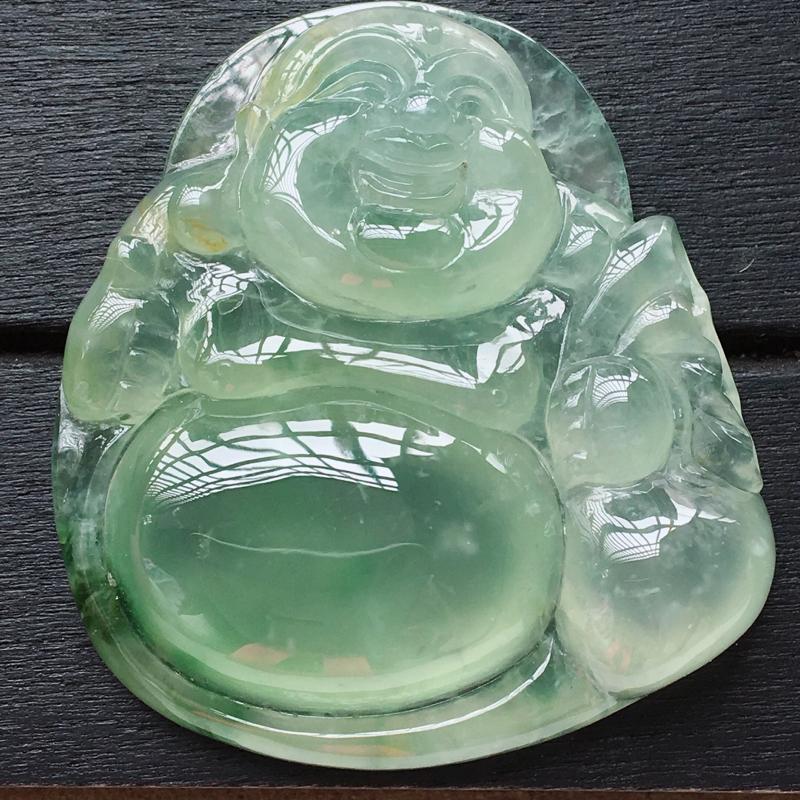 自然光实拍,缅甸a货翡翠,冰种飘绿佛公布袋佛,种好通透,起荧光,颜色漂亮,水润饱满,品质高档