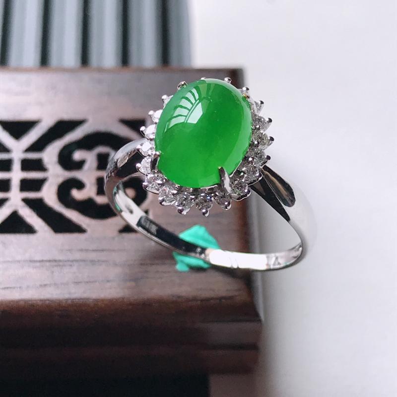 天然翡翠A货18K金镶嵌伴钻冰糯种满绿精美蛋面戒指,内径尺寸17.4mm,裸石尺寸4.47.23.5