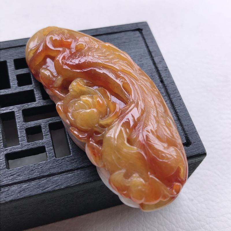 糯种黄翡精雕凤凰牡丹吊坠,尺寸58.3/26.2/10,雕工精细 玉质细腻水润,底色漂亮,种水好