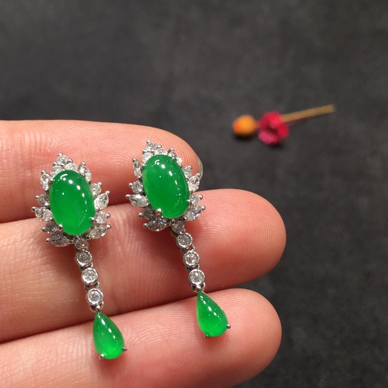 一对阳绿耳坠,完美色阳,底庄细腻,18K白金南非真钻镶嵌,性价比高,推荐,尺寸26.6*9.3*7.