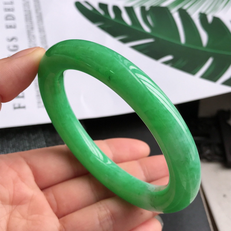 缅甸天然翡翠A货老坑满绿圆条手镯,尺寸58*10.7*10.7