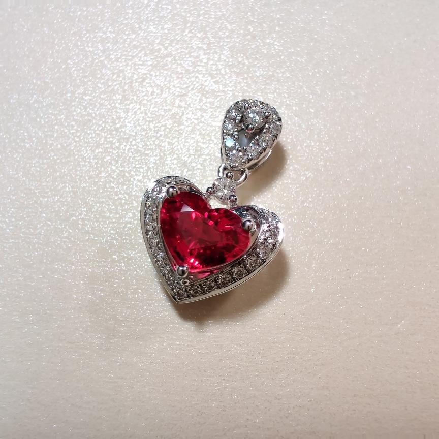 【吊坠】18k金+红宝石+钻石  宝石颜色纯正(不含链子) 货重:1.79g  主石:0.72ct