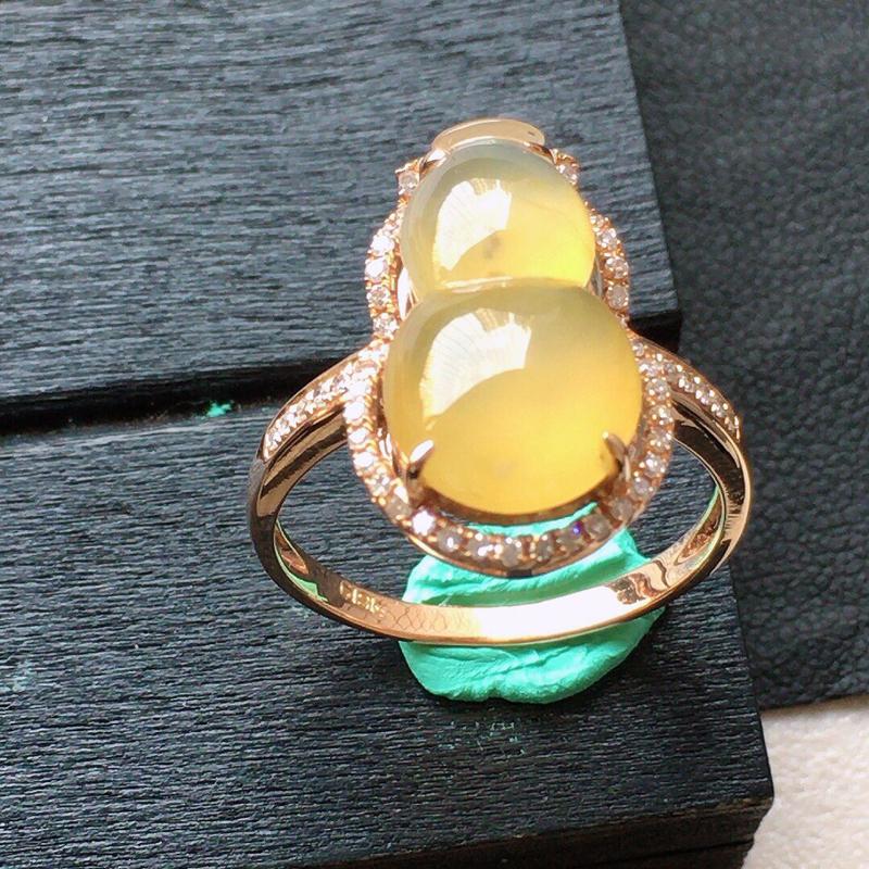 缅甸翡翠16圈口18k金伴钻镶嵌黄翡葫芦戒指,自然光实拍,颜色漂亮,玉质莹润,佩戴佳品,内径:16.