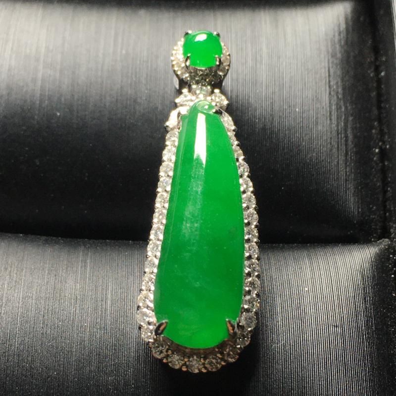 满绿二合一翡翠吊坠,色辣,水润,饱满圆润,完美,性价比高,裸石尺寸:20.3*6.6*3.6整体尺寸