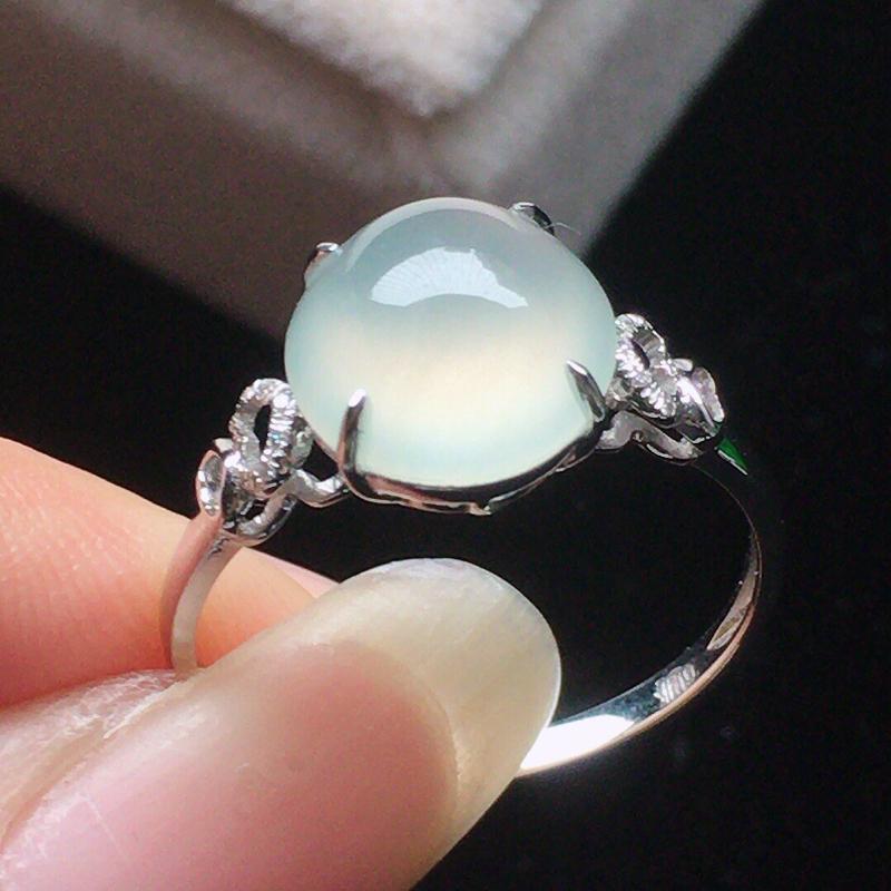 缅甸翡翠17圈口18k金伴钻镶嵌戒指,自然光实拍,颜色漂亮,玉质莹润,佩戴佳品,内径:17.2mm(