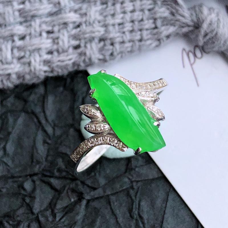 天然翡翠a货阳绿18k金伴钻随形戒指,包金尺寸:厚5.8mm,裸石尺寸:13/5/3mm,内径:17