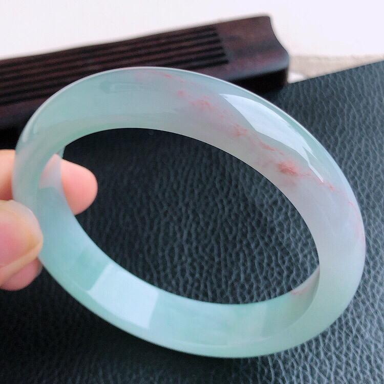圈口57mm,天然缅甸翡翠A货飘红翡宽边手镯,料子细腻柔洁,尺寸57/13/7mm,重量50.6g。