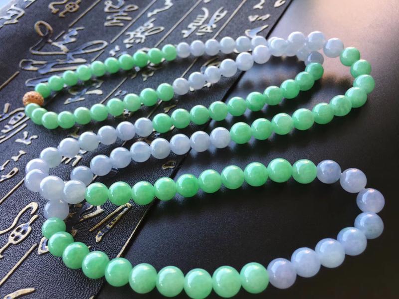 紫➕果绿翡翠珠链,规格直径卡7.2~7mm,108颗,种好,玉质细腻,颜色搭配很美,甜美清新,自然光