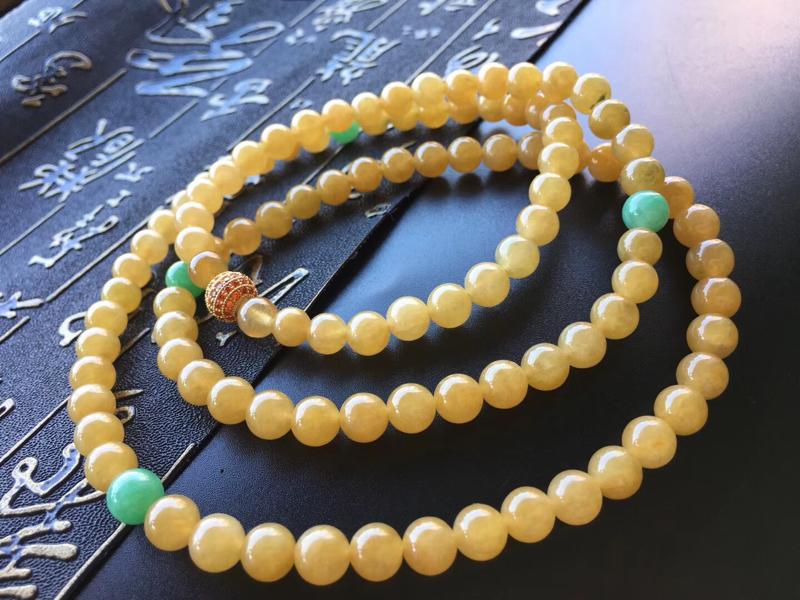 冰黄翡翡翠珠链,规格直径卡6.8~7mm,108颗,种好,质地细腻,均匀,搭配精致,实物更美,自然光