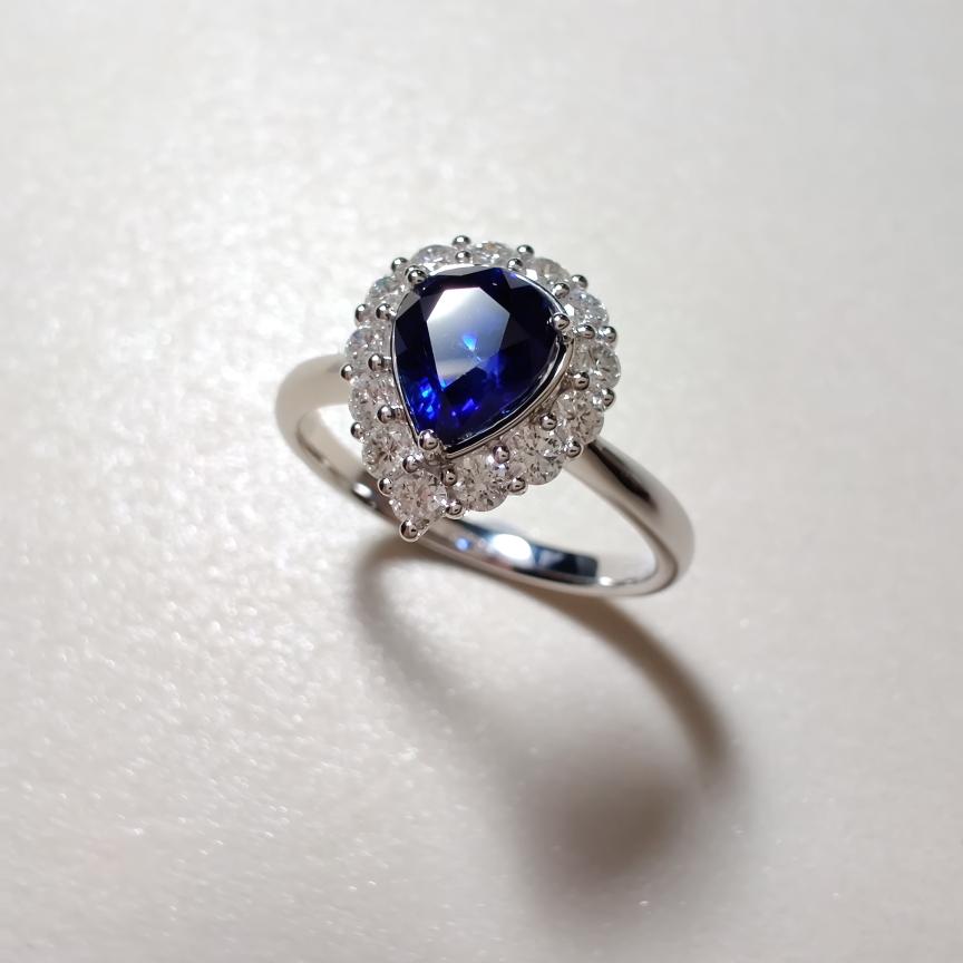 【戒指】18k金+蓝宝石+钻石  一克拉蓝宝石 颜色纯正 货重:3.44g  主石:1.07ct