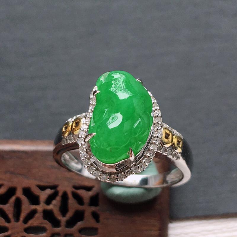 18k金镶嵌围钻冰糯种满绿招财金蟾戒指,料子细腻,雕工精美,颜色漂亮,  含金尺寸:14.5×10×