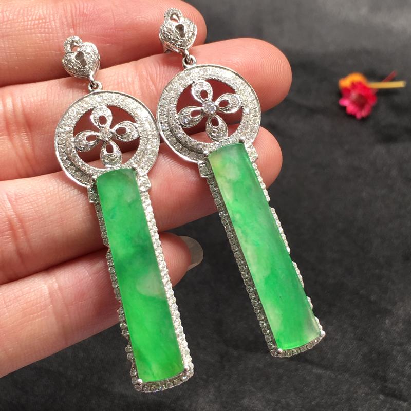 一对浅绿耳坠,完美色阳,底庄细腻,18K白金南非真钻镶嵌,性价比高,推荐,尺寸59*8.7*5/33