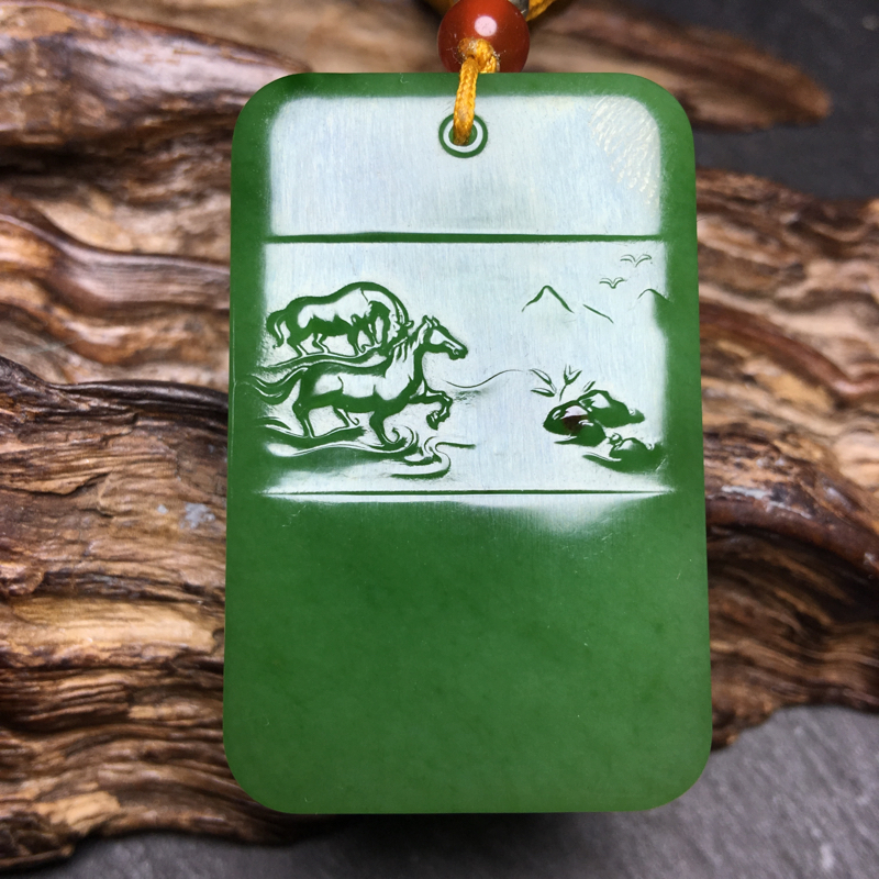 新疆和田玉碧玉【马到成功】21克苏工名家作品、颜色为苹果绿、非常漂亮、设计美观、大气,做工精细,玉质