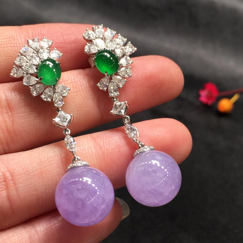 一对紫罗兰耳坠,紫气东来,底庄细腻,18K白金南非真钻镶嵌,有微纹可忽略,性价比高,推荐,尺寸45.