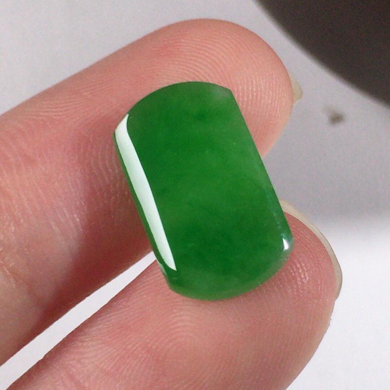 -缅甸翡翠满绿素面牌镶嵌件,颜色漂亮,玉质莹润,佩戴佳品,尺寸:14.4*8.8*4.1mm,重0.