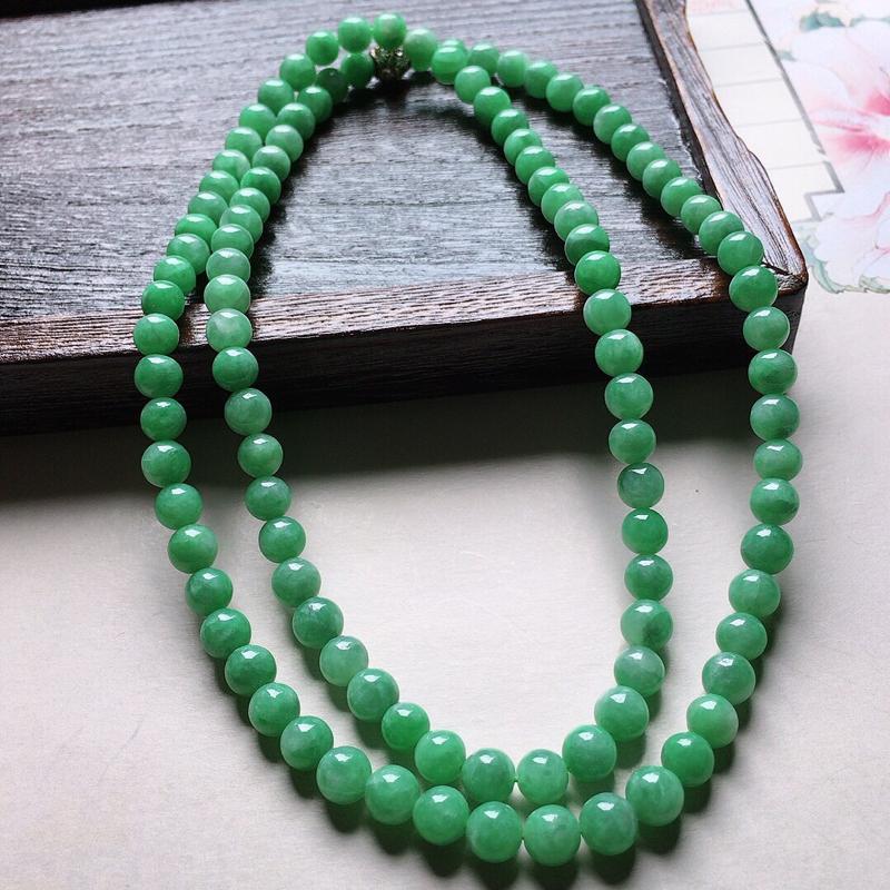 缅甸翡翠带绿圆珠项链(铜扣),自然光实拍,颜色漂亮,玉质莹润,佩戴佳品,单颗尺寸:6.8mm,108