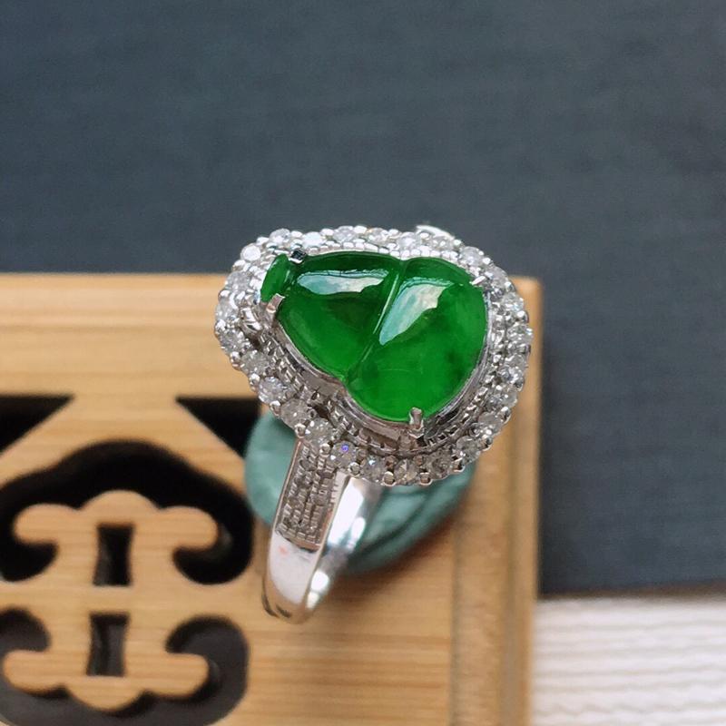 18k金镶嵌围钻冰糯种满绿葫芦戒指, 料子细腻,雕工精美,颜色漂亮,   含金尺寸:12.5×11×