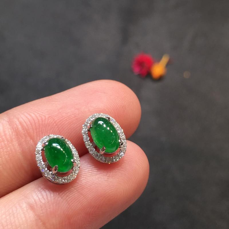 一对阳绿耳钉,完美,底庄细腻,18k白金南非真钻镶嵌,性价比高,推荐,尺寸9.2*7.5*5.5/6