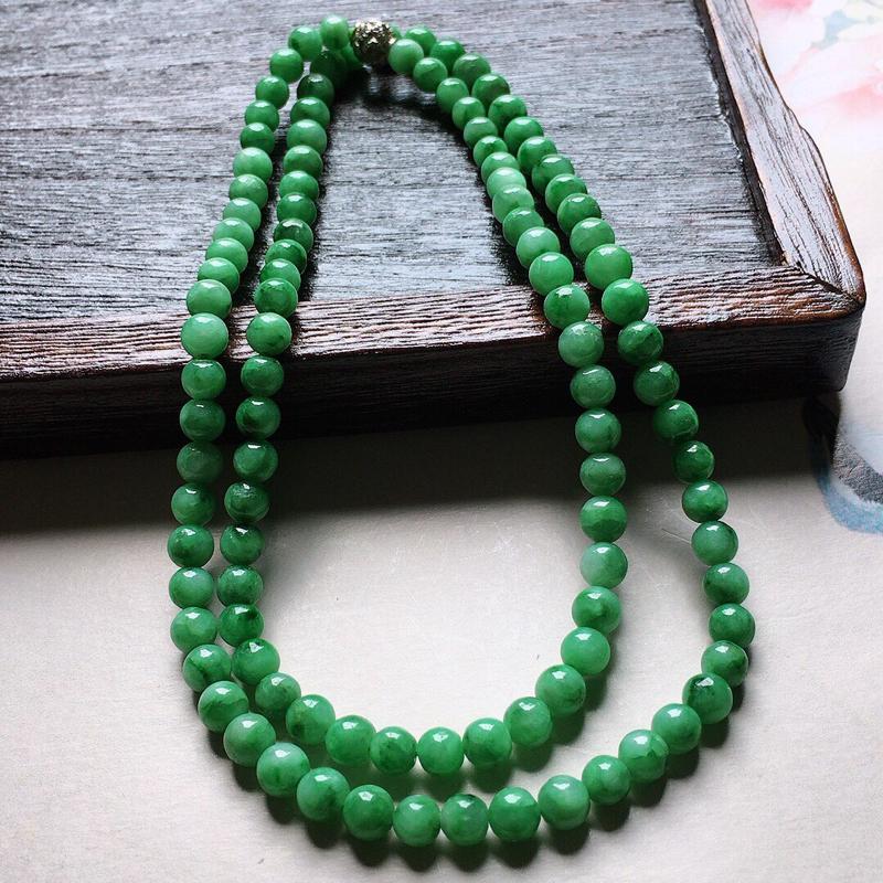 缅甸翡翠飘花圆珠项链(铜扣),自然光实拍,颜色漂亮,玉质莹润,佩戴佳品,单颗尺寸大:5.6mm,单颗