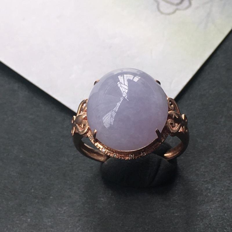 18K金伴钻镶嵌翡翠紫罗兰蛋面戒指,种水好玉质细腻温润,颜色漂亮,佩戴效果好看。