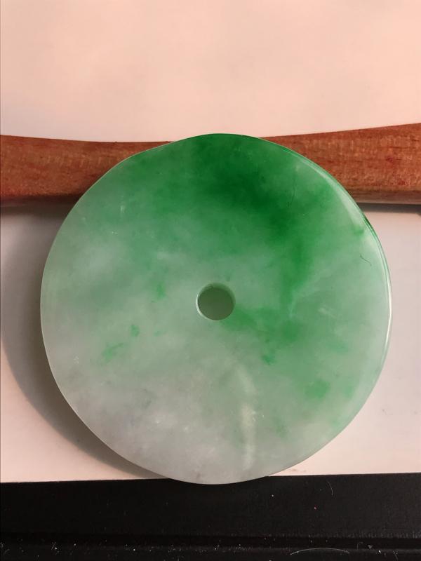 缅甸天然老坑翡翠A货飘阳绿平安扣吊坠,尺寸34.3*4.6,料子细腻