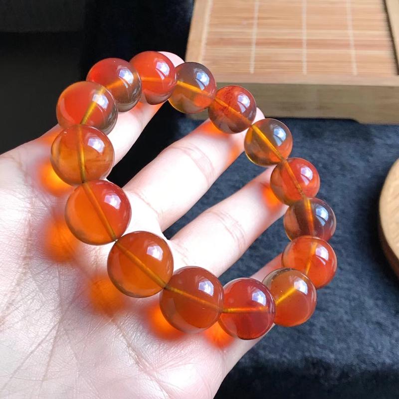 天然缅甸琥珀,一条金棕红手串,无裂冰,品质好,颜色美,规格15+,重28.3克,收藏佩戴佳品。