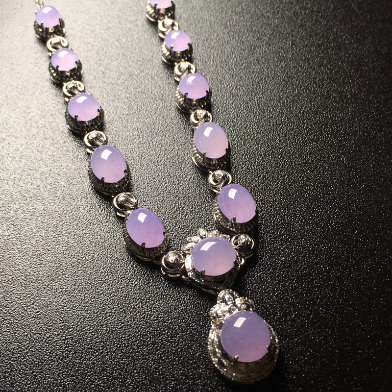 紫罗兰蛋面晚装翡翠项链,紫色鲜艳,水润饱满,完美,性价比高,裸石尺寸:6.9*6.4*3.2整体尺寸