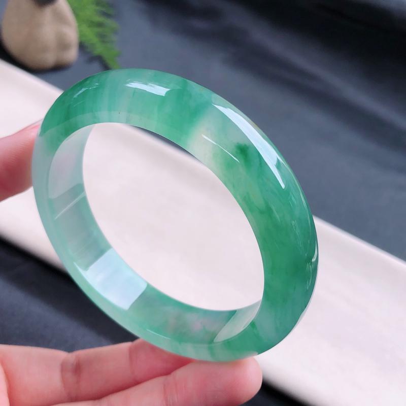 冰润飘绿透光正圈手镯,尺寸:57/13.3/8.5,完美,冰感十足,细腻,佩戴漂亮夺目迷人
