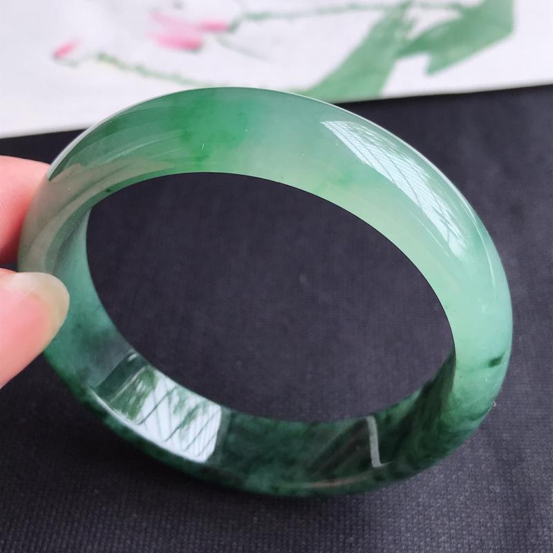 圈口53mm 天然翡翠A货老坑冰糯种飘绿正圈手镯,圈口:53.8×13.1×6.5mm,料子细腻,水