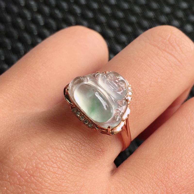 天然翡翠A货冰糯种18k金伴钻镶嵌佛公戒指,整体尺寸:17.6/13.4/8.6mm,玉质细腻,上手