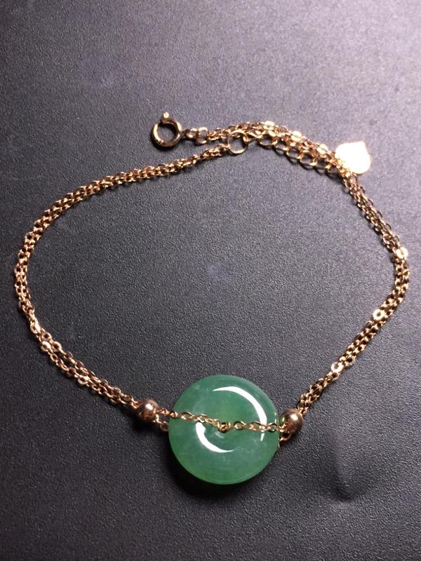 冰绿平安扣手链,18k真金真钻镶嵌,完美,种水超好,玉质细腻。