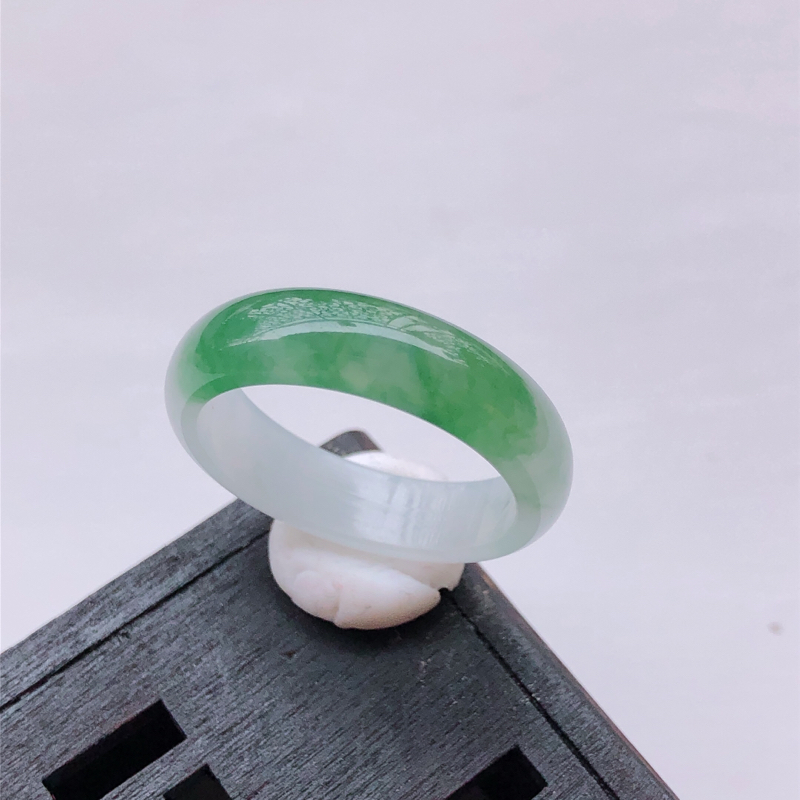 飘绿花翡翠戒指指环 尺寸:20.4*6.2*2.9mm