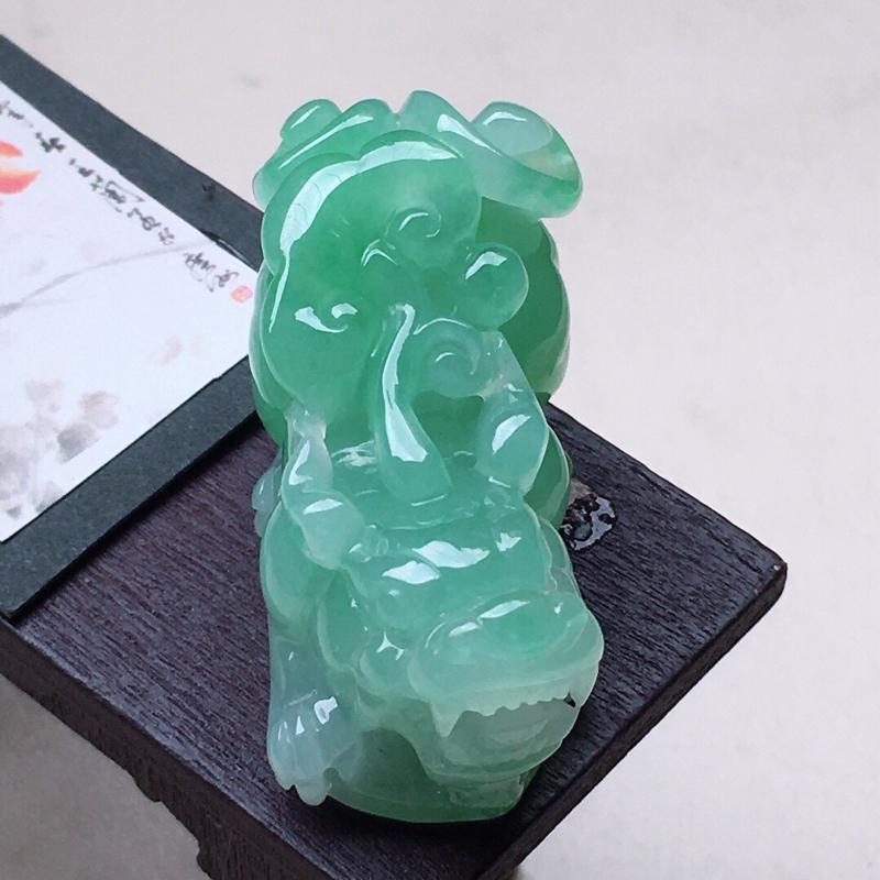 缅甸翡翠带绿貔貅吊坠,自然光实拍,颜色漂亮,玉质莹润,佩戴佳品,尺寸:36.3*19.7*16.2m