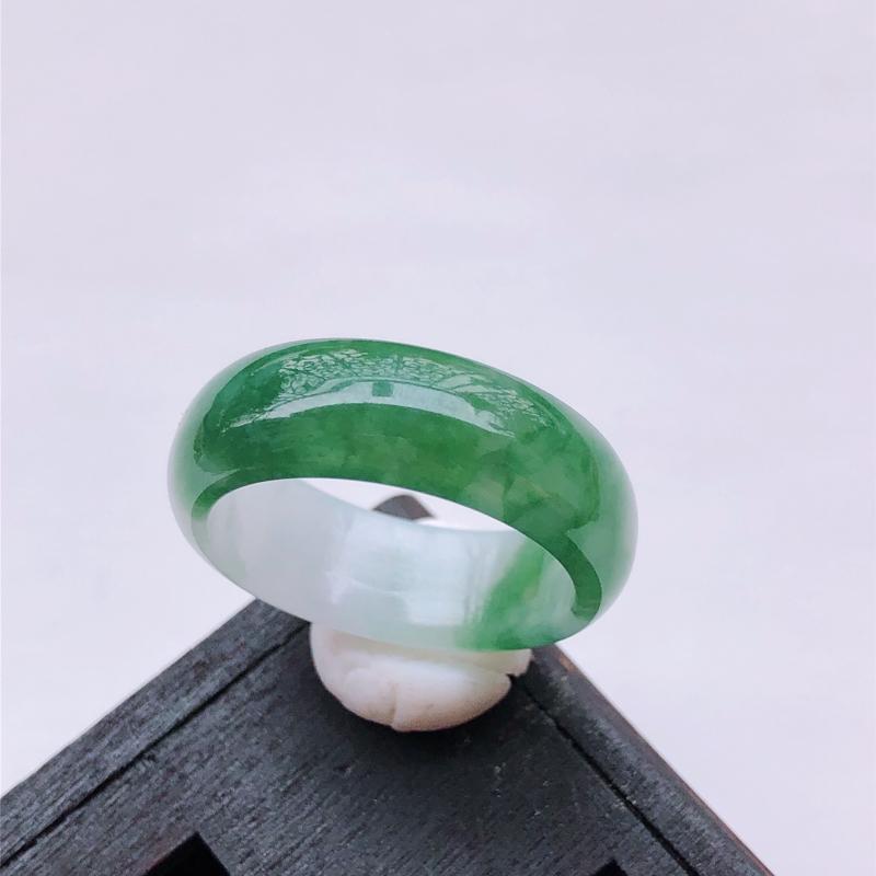飘绿花翡翠戒指指环 尺寸:19.6*7.6*2.9mm