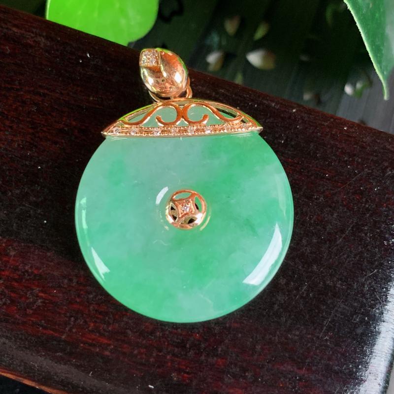 天然翡翠A货-种好飘绿18k金镶钻平安扣吊坠_种好,玉质细腻,水头饱满,形体漂亮,色泽鲜艳,水润精致