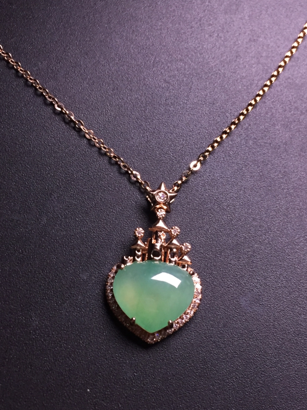 果绿️锁骨链,18k真金真钻镶嵌,完美,种水超好,玉质细腻。