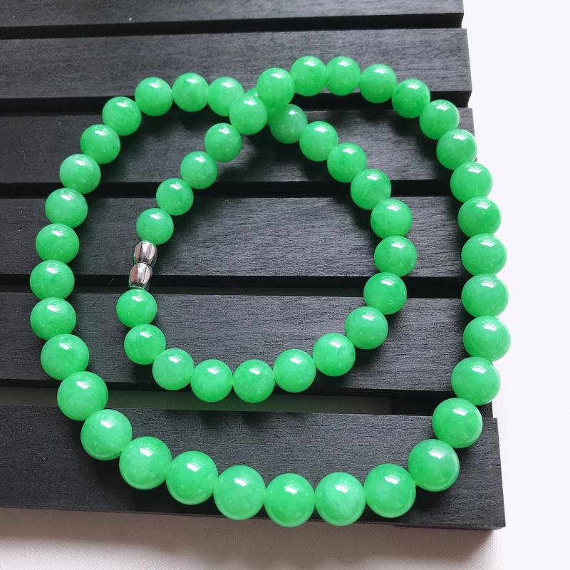 糯化种满绿圆珠项链,天然翡翠A货,尺寸其中一颗珠子的直径11.0,玉质细腻水润,工美种好,55颗,扣