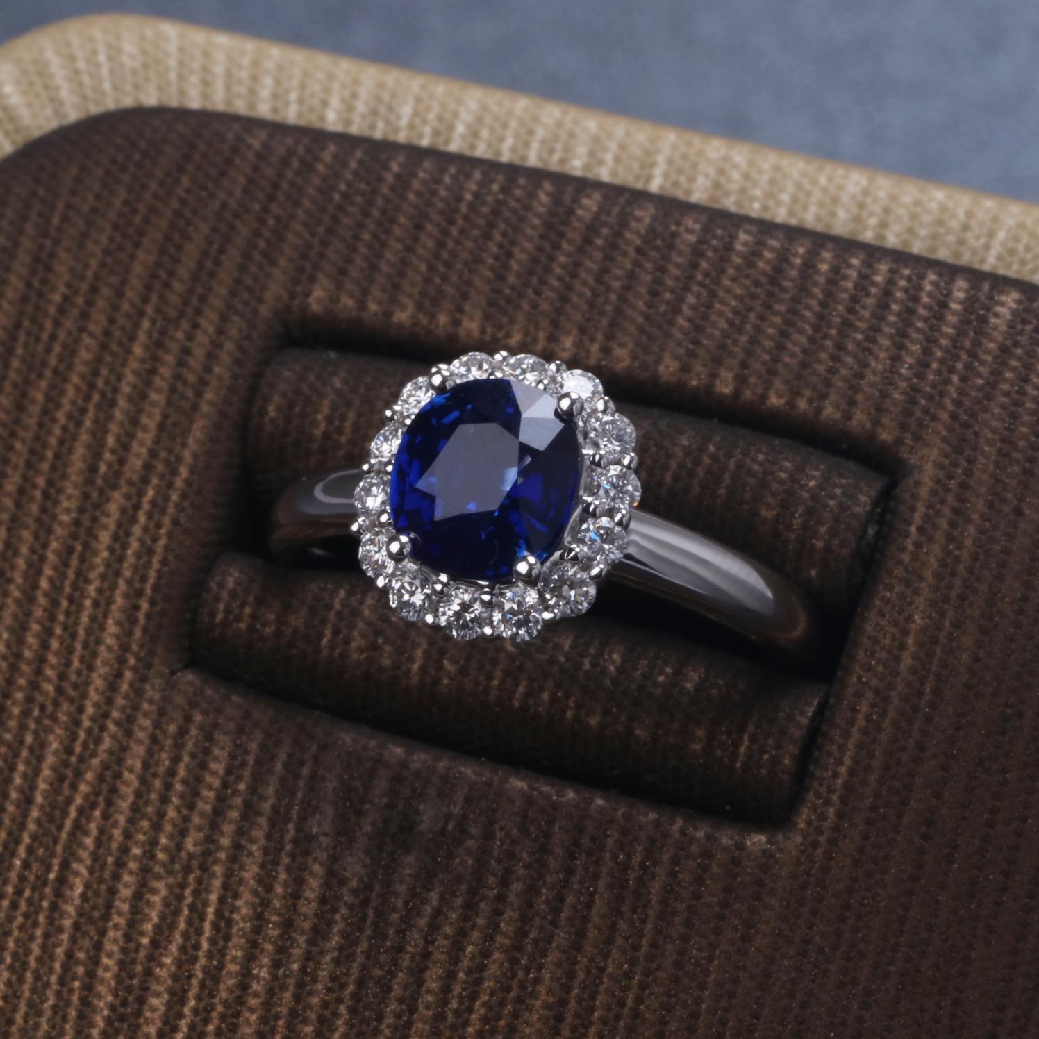 【戒指】18k金+蓝宝石+钻石  宝石颜色纯正 货重:3.81g  主石:1.50ct  手寸:14