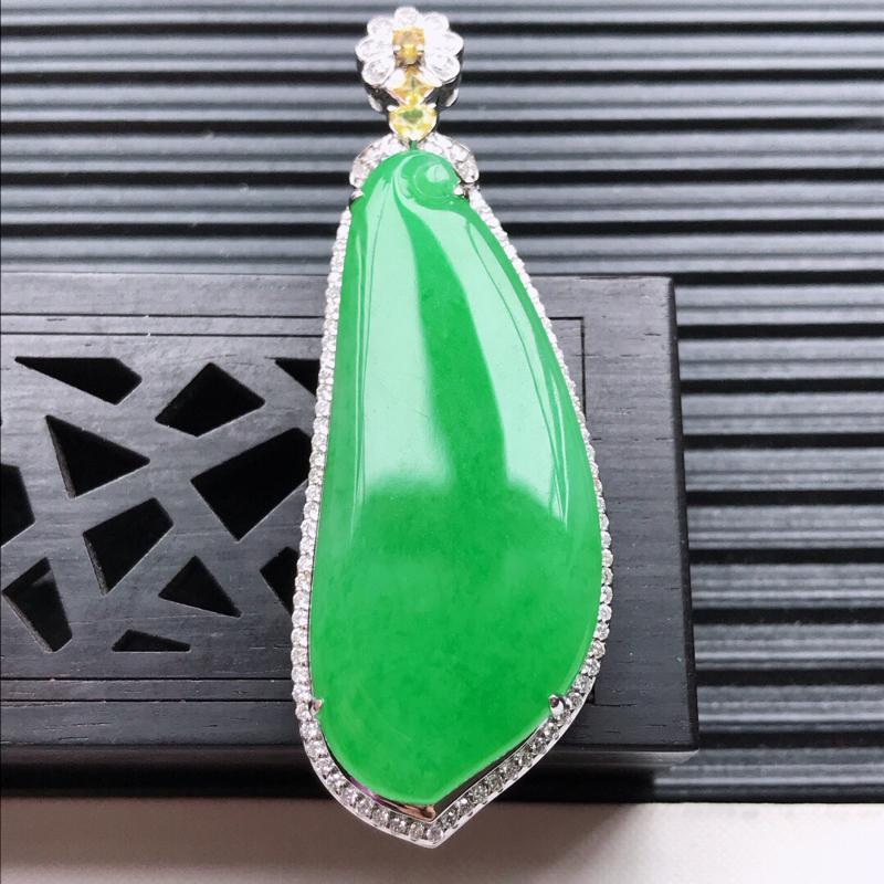 天然翡翠A货18K金镶嵌伴钻糯化种满绿精美福瓜吊坠,含金尺寸54.5-20.6-11.2mm,裸石尺