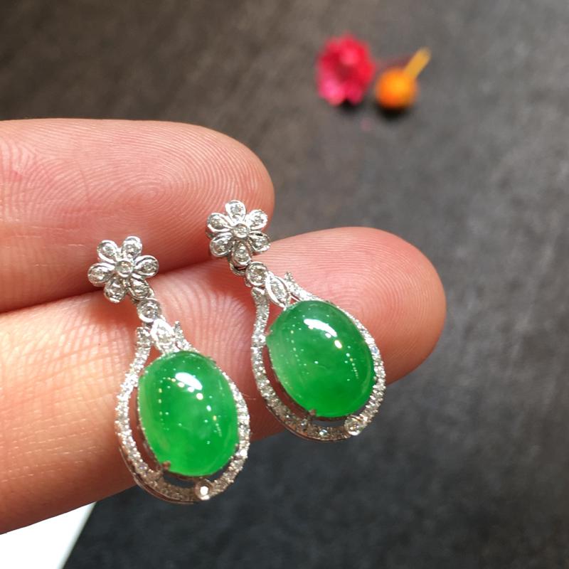 一对阳绿耳坠,完美色阳,底庄细腻,18K白金南非真钻镶嵌,性价比高,推荐,尺寸21.5*9.2*7/
